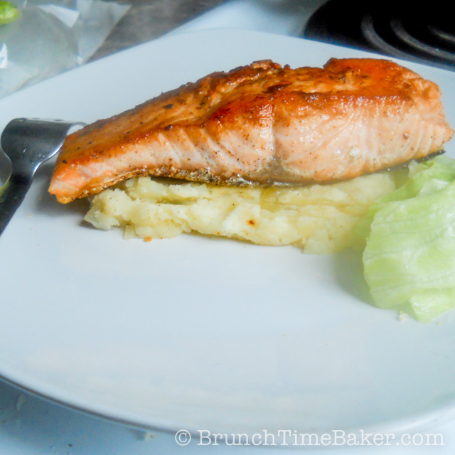 Pan Seared Crispy and Moist Salmon Fillet (3 of 5)