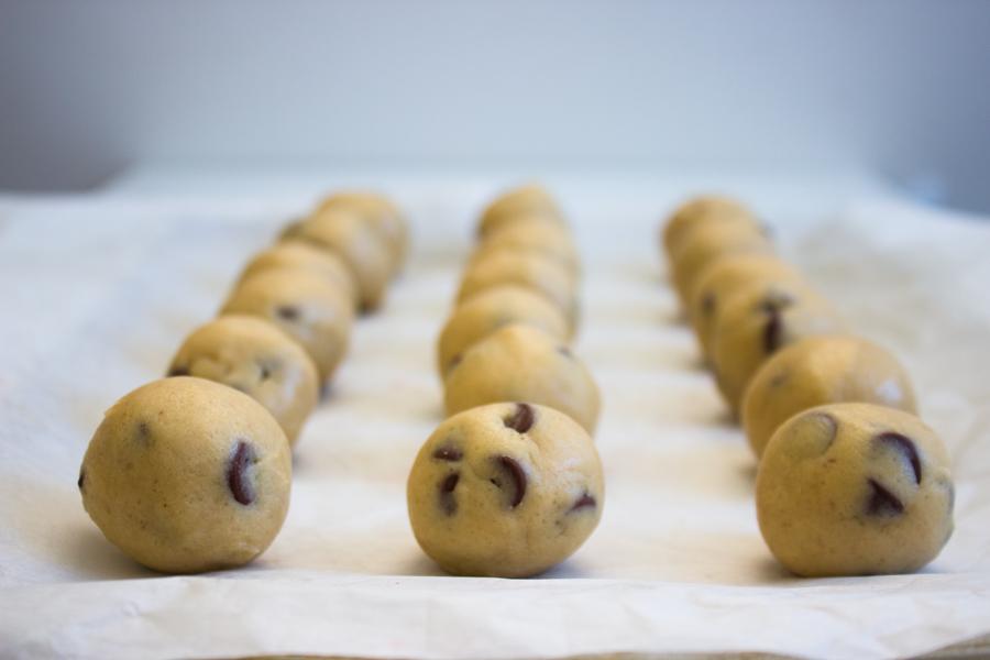 Chocolate Chip Cookie Dough Truffles {Raw, Edible}