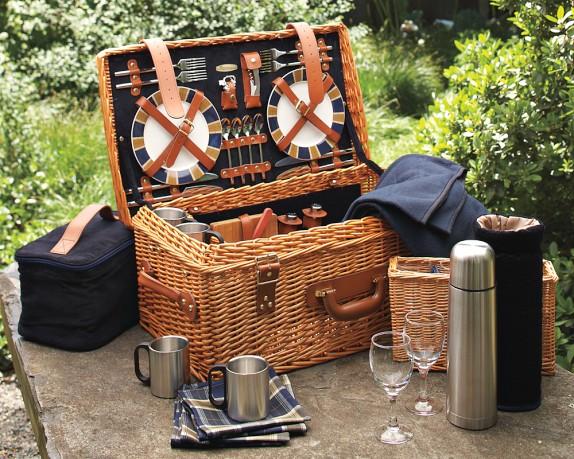 how to make the perfect picnic basket