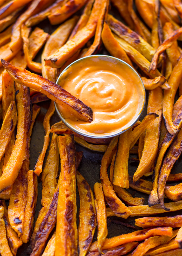 Baked Sweet Potato Fries with Sriracha Dipping Sauce